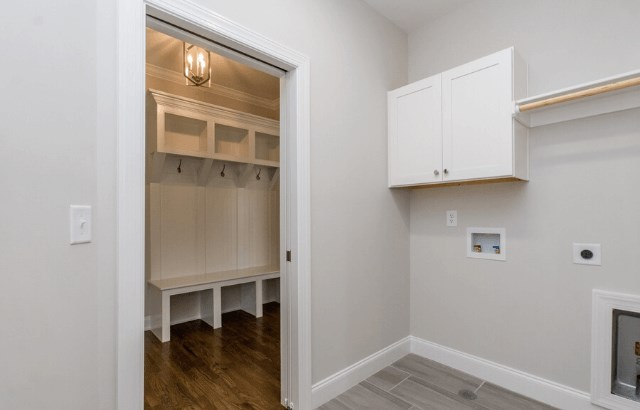 Homesite 1040 - mudroom-laundry.png